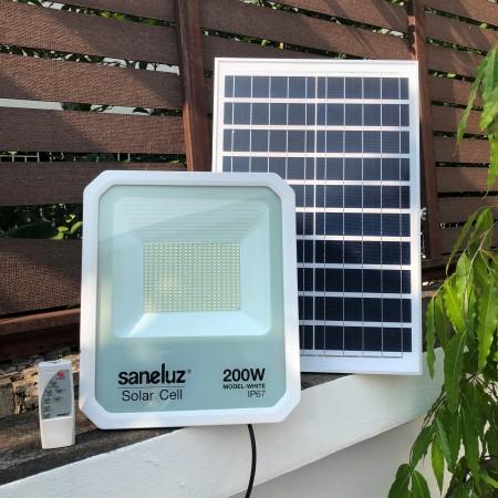 [ ชุด 1 โคม ] โคมสปอตไลท์ LED โซล่าเซลล์ พร้อมชุดรีโมท 200W ( รุ่น MODEL WHITE ) แสงสีขาว Daylight 6500K
