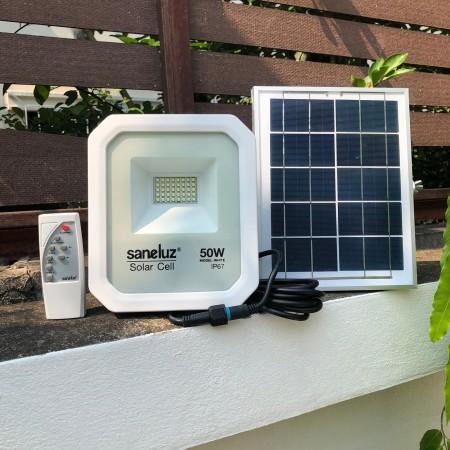 [ ชุด 1 โคม ] โคมสปอตไลท์ LED โซล่าเซลล์ พร้อมชุดรีโมท 50W ( รุ่น MODEL WHITE ) แสงสีขาว Daylight 6500K